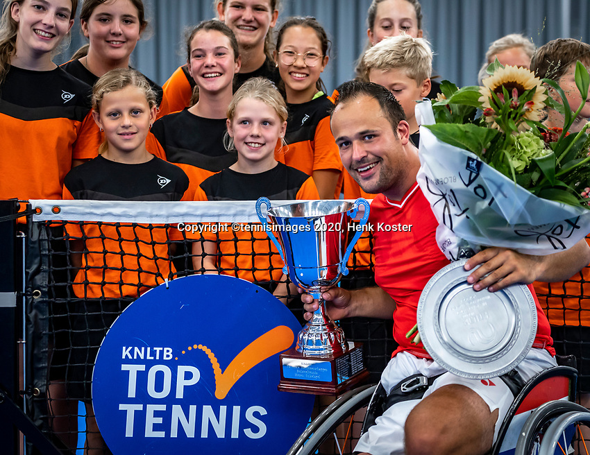 Amstelveen, Netherlands, 22 Augustus, 2020, National Tennis Center, NTC, NKR, National  Wheelchair Tennis Championships, Man's Single final single final,  Winner   Tom Egberink (NED)  with the trophy<br /> Photo: Henk Koster/tennisimages.com