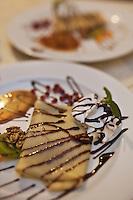 Europe/Voïvodie de Petite-Pologne/Environs de Cracovie/Wieliczka: Crêpes aux noix  et noisettes à l'auberge: Halit
