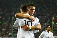 celebrate the goal, Torjubel zum 1:0 von Leon Goretzka (Deutschland Germany) mit Niklas Süle (Deutschland Germany)- 08.10.2017: Deutschland vs. Asabaidschan, WM-Qualifikation Spiel 10, Betzenberg Kaiserslautern