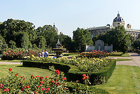 Volksgarten und Naturhistorisches Museum in Wien, Österreich, UNESCO-Weltkulturerbe<br /> museum of natural history and Volksgarten, Vienna, Austria, world heritage