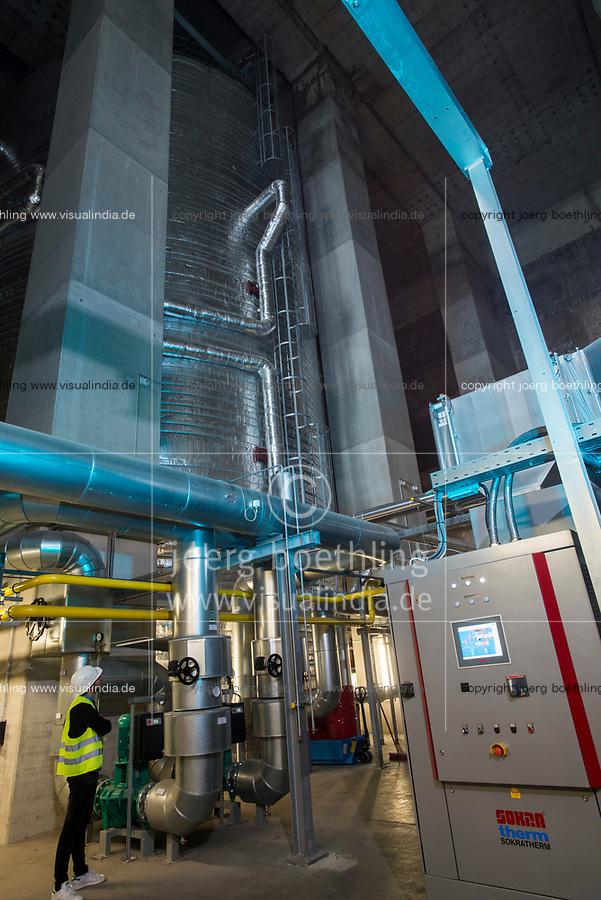 GERMANY, Hamburg, old anti-aircraft bunker rebuild as renewable energy project with heat storage and biomethane gas engine / DEUTSCHLAND,  Hamburg-Wilhelmsburg, IBA Projekt Energie Bunker, Gesamtleistung Wärme: 22.400 MWh - ausreichend für 3.000 Haushalte, Strom: 2.850 MWh - ausreichend für 1.000 Haushalte, grosser Waermespeicher mit 2000 Kubikmeter, er wird durch die Waerme eines biomethanbefeuerten Sokratherm Blockheizkraftwerks (BHKW, rechts unten im Bild) und einer solarthermischen Anlage sowie aus der Abwaerme eines Industriebetriebes gespeist
