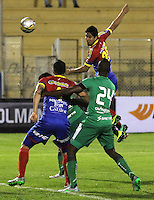 PASTO -COLOMBIA, 04-09-2015. Oscar Briceño (Der) y Jhonatan Avila (Izq) jugadores del Deportivo Pasto disputan el balón con Andres Felipe Murillo (C) jugador de La Equidad durante partido por la fecha 10 de la Liga Águila II 2015 jugado en el estadio La Libertad de la ciudad de Pasto./ Oscar Briceño (R) and Jhonatan Avila (L) players of Deportivo Pasto vies for the ball with Andres Felipe Murillo (C) player of La Equidad during the match for the 10th date of the Aguila League II 2015 played at La Libertad stadium in Pasto city. Photo: VizzorImage / Leonardo Castro / Cont