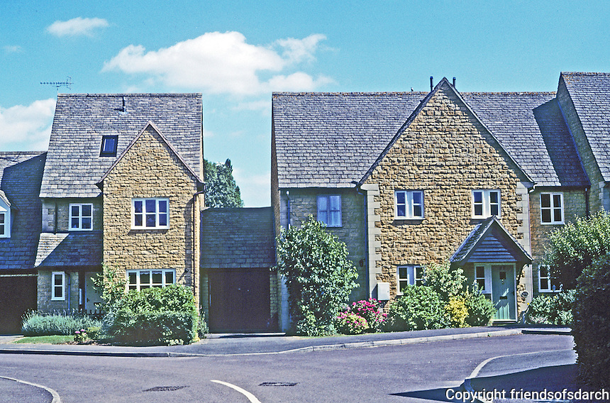 Chipping Campden: Brand new estate homes above town. Aggregate brick, not limestone. Photo '05.