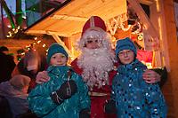 Amérique/Amérique du Nord/Canada/Québec/ Québec: Marché de Noël dans Le Vieux-Québec classé Patrimoine Mondial de l'UNESCO, Enfants et Père Noël