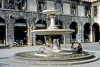 Italy: Padua--A Fountain in Piazza Delle Erbe; two ladies chatting. Photo '83.