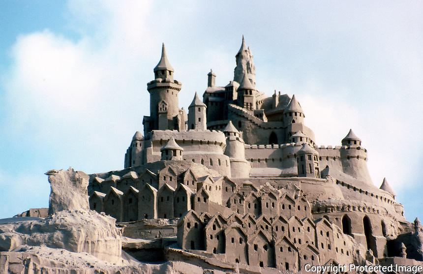 San Diego: Sand Castle, Pacific Beach.  (Photo August 1985)
