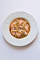 Europe/France/Bretagne/56/Morbihan/Saint-Avé: Carpaccio de langoustines et foie gras juste tiédi , jus tranché aux cinq vinaigres, salade croquante, salsifis confits et touche de persil, recette de Vincent David du restaurant: Le Pressoir
