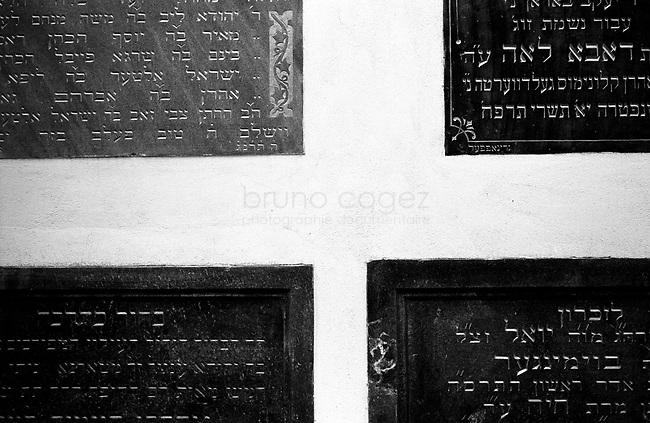 POLAND, 05.2002, Krakow..Detail on a wall of the Old Synagogue, now the Jewish Museum, in Kazimierz. By the outbreak of WWII there were 65,000 Jews in Krakow (30% of the city's population) and most lived in Kazimierz..POLOGNE, Cracovie, Kazimierz, Mai 2005. .Détail d'un mur de l'Ancienne Synagogue, aujourd'hui le Musée Juif. Avant la guerre, 65000 Juifs vivaient à Cracovie (30% de la population), principalement dans la quartier de Kazimierz. © Bruno Cogez