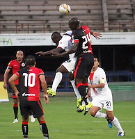 CUCUTA - COLOMBIA - 16-08-2015. Jhon Montano jugador  del Cucuta Deportivo  disputa el balon  contra Jhon Varela del  Cortulua  durante partido  por la fecha 6 de la Liga Aguila II 2015 jugado en el estadio General Santander / Jhon Montano player of Cucuta Deportivo   fights the ball against Jhon Varela of Cortulua  during a match for the six  date of the Liga Aguila II 2015 played a General Santander Atanasio Girardot stadium in Cucuta city. Photo: VizzorImage / Manuel Hernandez  / Contribuidor