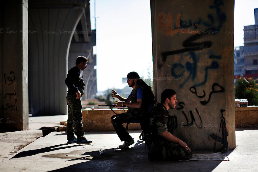 A Free Syria Army soldier prays before moving out to his designated fighting position in Aleppo city..© Javier Manzano..