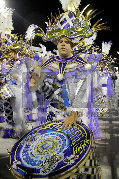 SÃO PAULO, SP, 07 DE MARÇO DE 2011 - CARNAVAL 2011 /IMPERADOR DO IPIRANGA -  integrantes da Iperador do Ipiranga durante  desfile da escola no Grupo de acesso de São Paulo, no Sambódromo do Anhembi, zona norte da capital paulista, na madrugada desta segunda. (07). (FOTO:ALE VIANNA / NEWS FREE)