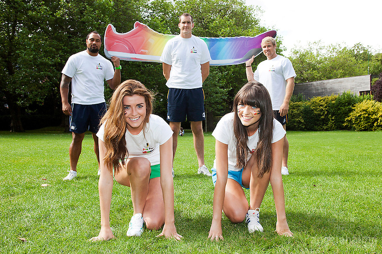 A Silly Run For A Serious Cause!: Pictured at the launch of Dublin Simon Community's Fun Run were L- R Leo Auva'a (Leinster Rugby Player), Devin Toner (Leinster & Ireland Rugby player),  Fionn Carr (Leinster Rugby player) L-R Front Row: Niamh Kavanagh (model) & Rebecca Wilkinson. As well as the 5-mile run this year's event, taking place on Oct 6 in the Phoenix Park, will feature kids races and funzone, live bands, food tasting, entertainers, spot prizes and fancy dress. Register now at www.funrun.ie Pic Angela Halpin **** No Repro Fee****.