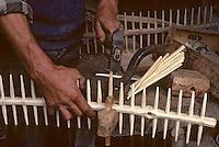 Europe/France/Auvergne/15/Cantal/env de Vic sur Cère: agriculteur fabriquant des rateaux [<br /> PHOTO D'ARCHIVES // ARCHIVAL IMAGES<br /> FRANCE 1980