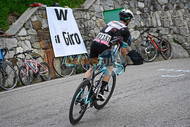 Simon Yates (GBR) Team BikeExchange on his way to victory  during Stage 19 of the 2021 Giro d'Italia, running 176km from Abbiategrasso to Alpe Di Mera (Valsesia), Italy. 28th May 2021.  <br /> Picture: LaPresse/Fabio Ferrari   Cyclefile<br /> <br /> All photos usage must carry mandatory copyright credit (© Cyclefile   LaPresse/Fabio Ferrari)