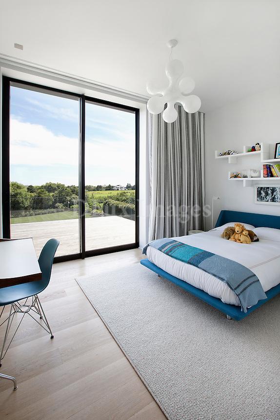 minimal bedroom with desk