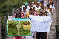 Passeata pela cidade de Anapú durante as manifestações do primeiro ano do assassinato de Dorothy Stang.<br /> <br /> <br /> Manifestações populares em protesto pelo assassinato de Dorothy Stang ocorrido no PDS Esperança em Anapú no Pará.<br /> Anapú, Pará, Brasil.<br /> Foto Paulo Santos<br /> 12/02/2006