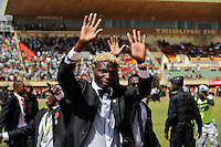 BURKINA FASO, soccer fans during reception of the national football team of Burkina Faso as 2nd placed winner of the Africa Cup 2013 in Stadium in Ouagadougou, player Aristide Bance /.BURKINA FASO Ouagadougou, begeisterte fans empfangen die burkinische Fussball Nationalmannschaft als zweitplazierten des Afrika Cup 2013 im Stadium, Spieler Aristide Bance