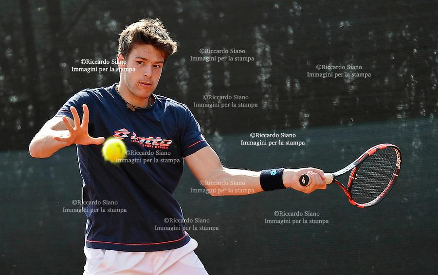 - NAPOLI 2 APR  2014 -  Coppa Davis  Italia-Gran Bretagna <br /> allenamenti. nella foto Gianluigi Quinzi