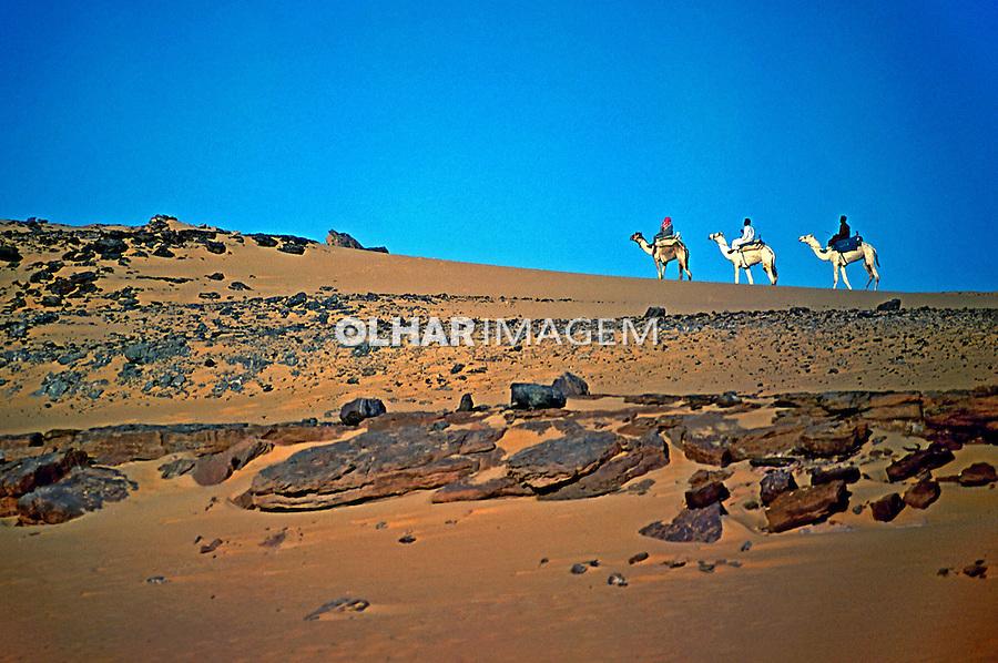 População nômade no deserto. Aswan, Egito. 1996. Foto de Luciana Whitaker.