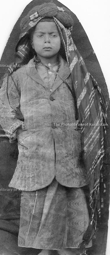 Iraq 1920? .Sheikh Latif Barzinji, son of Sheikh Mahmud  .Irak 1920? .Sheikh Latif Barzinji, fils de Sheikh Mahmoud