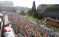 La partenza della Maratona al Colosseo, Roma, 18 marzo 2012..The start of the Marathon at the Colosseum, Rome, 18 march 2012..UPDATE IMAGES PRESS/Riccardo De Luca
