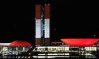 BRASILIA, DF, 02 DE DEZEMBRO DE 2011 - DIA MUNDIAL DE COMBATE A AIDS CONGRESSO NACIONAL - Reproducao de luzes sobre o Congresso Nacional homenageia o Dia Mundial Combate Aids, na noite de ontem quinta-feira (01). Em Brasilia. (FOTO: ED ALVES - NEWS FREE).