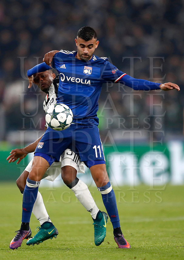 Calcio, Champions League: Gruppo H, Juventus vs Lione. Torino, Juventus Stadium, 2 novembre 2016. <br /> Juventus' Patrice Evra, left, and Lyon's Rachid Ghezzal fight for the ball during the Champions League Group H football match between Juventus and Lyon at Turin's Juventus Stadium, 2 November 2016. The game ended 1-1.<br /> UPDATE IMAGES PRESS/Isabella Bonotto