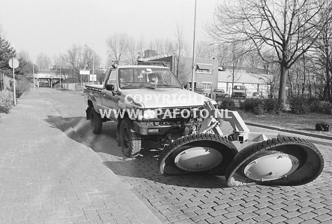 Arnhem, 19860213 - APA FOTO<br />Onkruidbestrijdingsmachine- auto Pebrem