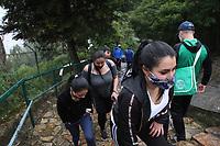 BOGOTA - COLOMBIA, 6-09-2020:Cientos de personas ascendieron al Santuario de Monserrate después de levantar la cuarentena en la capital./Hundreds of people ascended to the Monserrate Sanctuary after lifting the quarantine in the capital. . Photo: VizzorImage / Felipe Caicedo / Staff