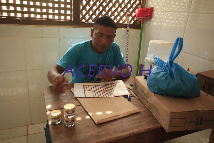 Visita a casa de pimenta dos índios Baniwa em São Gabriel da Cachoeira, Amazonas.