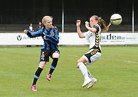 Club Brugge Dames - Telstar Ijmuiden : Silke Demeyere in duel met Dominique Bruinenberg (rechts)<br /> foto Dirk Vuylsteke / nikonpro.be