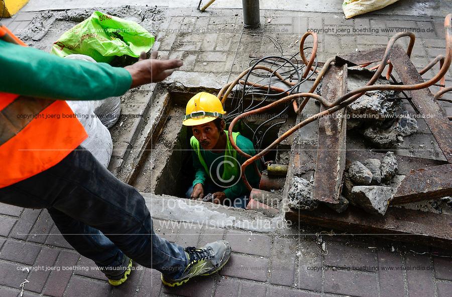 PHILIPPINES, Manila, Chinatown, electric wire works / PHILIPPINEN, Manila, Kabelarbeiten