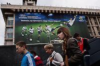 UKRAINE, Kiev, 2/06/2012.Des Ukrainiens passent devant une publicité de l'Euro 2012 dans le centre de Kiev quelques jours avant le coup d'envoi de l'Euro 2012 de Football co-organisé par l'Ukraine et la Pologne..UKRAINE, Kiev, 2012/06/2..Ukrainians pass by an advertisement for Euro 2012 in the center of Kiev few days before the kickoff of the Euro 2012 Football Co-hosted by Ukraine and Poland..© Pierre Marsaut / Est&Ost Photography