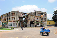 Africa ANGOLA Quibala, destroyed buildings from civil war between MPLA and UNITA  / Afrika ANGOLA Quibala, Zerstoerte Gebaeude aus dem Buergerkrieg 1975 - 2002 zwischen MPLA und UNITA