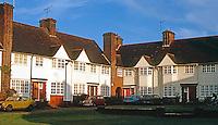 London: Hampstead Garden Suburb--typical court. Photo '90.