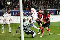 Lucio (Bayern) klaert vor Ioannis Amanatidis (Eintracht)<br /> Eintracht Frankfurt vs. FC Bayern Muenchen, Commerzbank Arena<br /> *** Local Caption *** Foto ist honorarpflichtig! zzgl. gesetzl. MwSt. Auf Anfrage in hoeherer Qualitaet/Aufloesung. Belegexemplar an: Marc Schueler, Am Ziegelfalltor 4, 64625 Bensheim, Tel. +49 (0) 6251 86 96 134, www.gameday-mediaservices.de. Email: marc.schueler@gameday-mediaservices.de, Bankverbindung: Volksbank Bergstrasse, Kto.: 151297, BLZ: 50960101