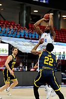 24-03-2021: Basketbal: Donar Groningen v Landstede Hammers: Groningen, Donar speler Justin Watts met Landstede speler Jhonathan Dunn