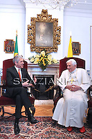 Pope Benedict XVI Il premier portoghese José Socrates Lisbon, Portugal, 12 May 2010. Pope Benedict XVI is on a four days official visit to Portugal to attend the annual celebrations of the Our Lady, dating from the 13 May 1917 apparition to the three young shepherds and the 10th year of their beatification.