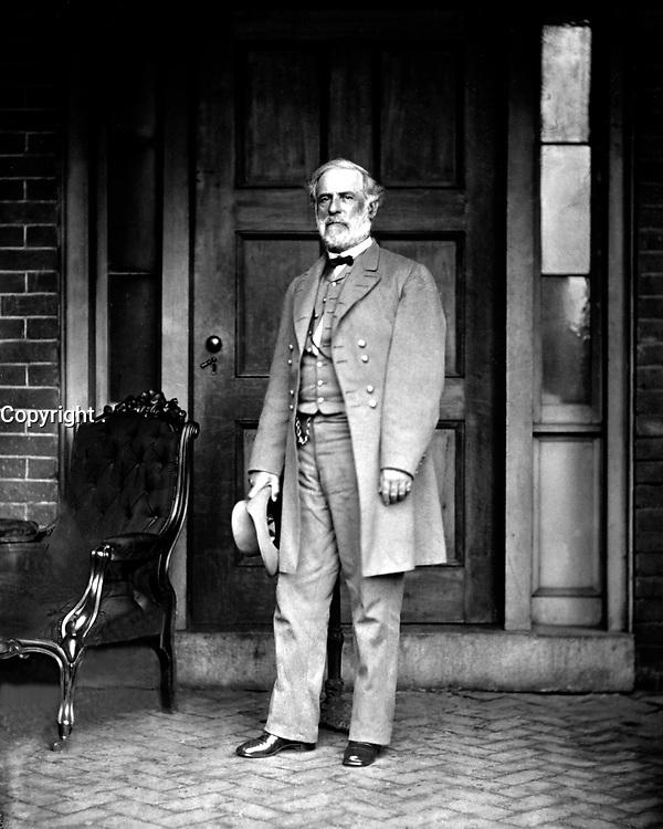Gen. Robert E. Lee, C.S.A., 1865.  Mathew Brady Collection. (Army)<br /> Exact Date Shot Unknown