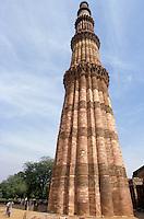 Menar e Qutub in Delhi, India. The higher Menar in the world, 70 meters.