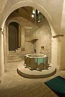 Italien, Umbrien, Museum Trinci in Foligno, Brunnen im Keller