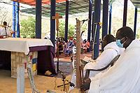 SENEGAL, Benedictine monastery Keur Moussa, holy mass with Kora music instrument / Senegal, Benediktinerkloster Keur Moussa, Sonntagsmesse im Freien, Kora Musikinstrument