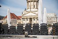 Die Auswirkungen der Corona-Krise sind zwei Tage nach Inkrafttreten der Anordnung des Senats, wonach Cafes, Kneipen, Museen, Ausstellungen, die Oper, die Universitaeten geschlossen wurden, im oeffentlichen Leben sichtbar. Bei Touristen beliebte Ausflugsziele und Plaetze sind verwaist.<br /> Im Bild: Ein geschlossenes Strassencafe am Gendarmenmarkt in Berlin-Mitte.<br /> 16.3.2020, Berlin<br /> Copyright: Christian-Ditsch.de<br /> [NUR FUER REDAKTIONELLE ZWECKE! Werbung nur auf Anfrage beim Fotografen. Inhaltsveraendernde Manipulation des Fotos nur nach ausdruecklicher Genehmigung des Fotografen. Vereinbarungen ueber Abtretung von Persoenlichkeitsrechten/Model Release der abgebildeten Person/Personen liegen nicht vor. NO MODEL RELEASE! Don't publish without copyright Christian-Ditsch.de, Veroeffentlichung nur mit Fotografennennung, sowie gegen Honorar, MwSt. und Beleg. Konto: I N G - D i B a, IBAN DE58500105175400192269, BIC INGDDEFFXXX, Kontakt: post@christian-ditsch.de<br /> Bei der Bearbeitung der Dateiinformationen darf die Urheberkennzeichnung in den EXIF- und  IPTC-Daten nicht entfernt werden, diese sind in digitalen Medien nach §95c UrhG rechtlich geschuetzt. Der Urhebervermerk wird gemaess §13 UrhG verlangt.]