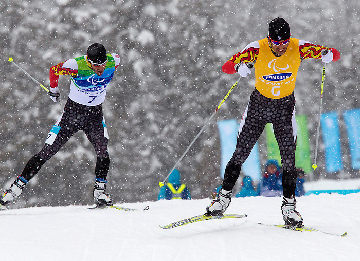 Brian McKeever and Robin McKeever, Vancouver 2010 - Para Nordic Skiing // Ski paranordique.<br /> Brian McKeever and guide Robin McKeever compete in Para Biathlon // Brian McKeever et le guide Robin McKeever concourent en parabiathlon. 13/03/2010.