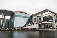 """Sogenannten """"Querdenker"""" sowie verschiedene rechte und rechtsextreme Gruppen hatten fuer den 18. November 2020 zu einer Blockade des Bundestag aufgerufen. Sie wollten damit verhindern, dass es """"eine Abstimmung ueber das Infektionsschutzgesetz"""" gibt - unabhaengig ob es diese Abstimmung tatsaechlich gibt.<br /> Bereits in den Morgenstunden versammelten sich ca. 2.000 Menschen, wurden durch Polizeiabsperrungen jedoch gehindert zum Reichstagsgebaeude zu kommen. Sie versammelten sich daraufhin u.a. vor dem Brandenburger Tor.<br /> Im Bild: Demonstranten stehen vor dem Elisabeth Lueders-Haus des Deutschen Bundestag gegenueber des Reichstag.<br /> 18.11.2020, Berlin<br /> Copyright: Christian-Ditsch.de"""