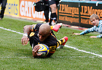 Photo: Richard Lane/Richard Lane Photography. London Wasps v Leicester Tigers. Aviva Premiership. 25/11/2012. Wasps' Tom Varndell dives in for an early try.