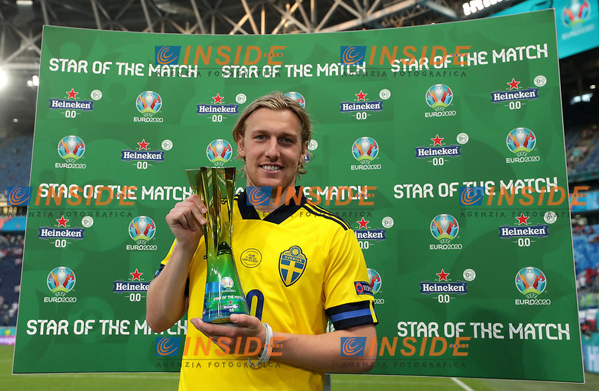 """SAINT PETERSBURG, RUSSIA - JUNE 23: Emil Forsberg of Sweden poses for a photograph with the Heineken """"Star of the Match"""" award after the UEFA Euro 2020 Championship Group E match between Sweden and Poland at Saint Petersburg Stadium on June 23, 2021 in Saint Petersburg, Russia. (Photo by Gonzalo Arroyo - UEFA/UEFA via Getty Images)<br /> Photo Uefa/Insidefoto ITA ONLY"""