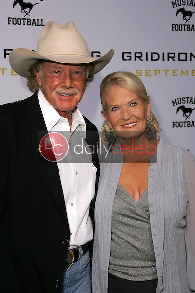 """Lynn Anderson and friend<br />at the Los Angeles Premiere of """"Gridiron Gang"""". Grauman's Chinese Theatre, Hollywood, CA. 09-05-06<br />Dave Edwards/DailyCeleb.com 818-249-4998"""