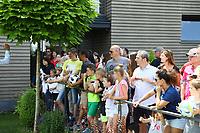 Fans warten auf die Autogrammstunde - 29.05.2018: Presseveranstaltung und Autogrammstunde der Deutschen U20 Nationalmannschaft im Rahmen der WM-Vorbereitung der A-Nationalmannschaft in der Sportzone Rungg in Eppan/Südtirol