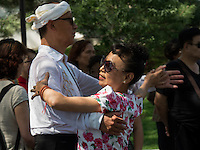 Tanz im BeiHai Park, Peking, China, Asien<br /> Dancing in Beihai Park, Beijing, China, Asia